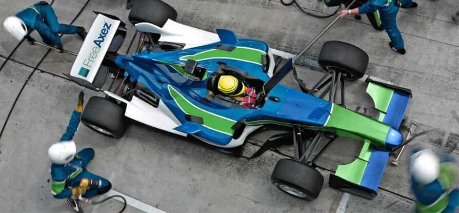 free-axez-pit-crew-race